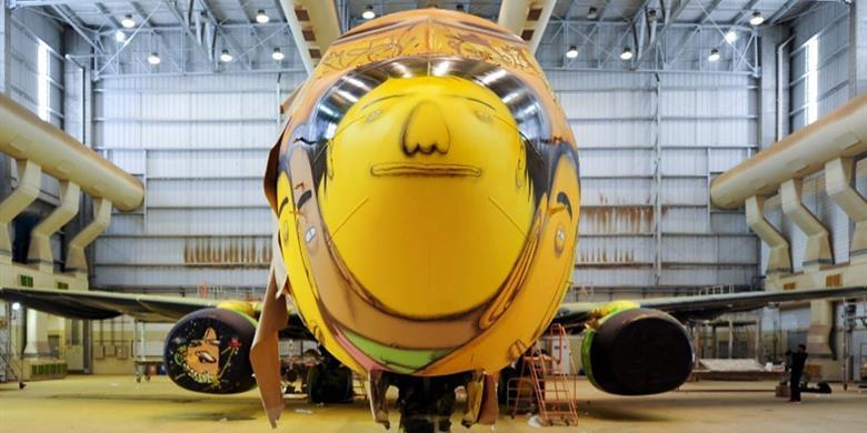 os-gemeos-graffiti-the-brazilian-plane4