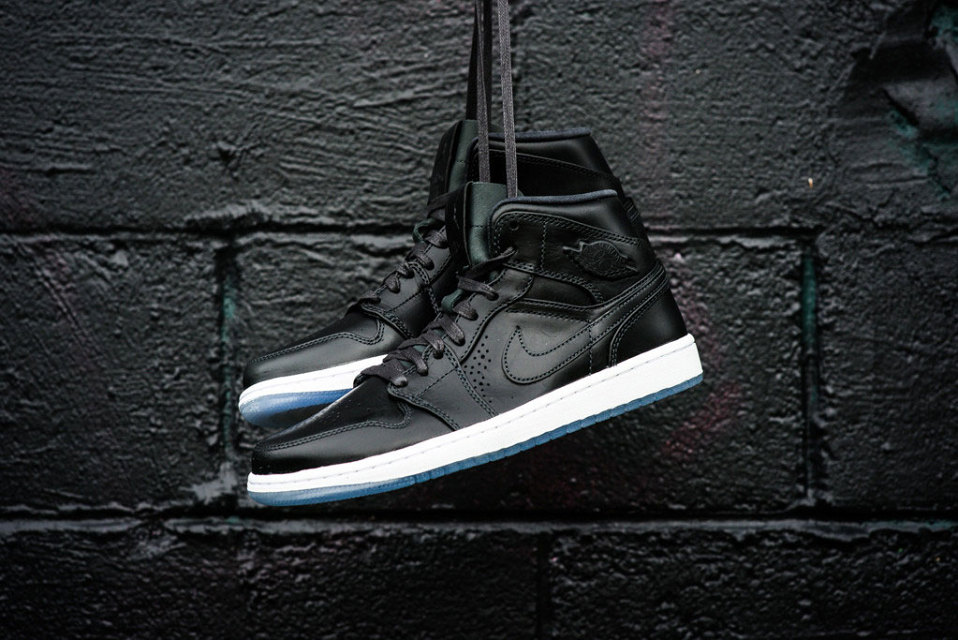 air-jordan-1-mid-noveau-anthracite-1-960x640