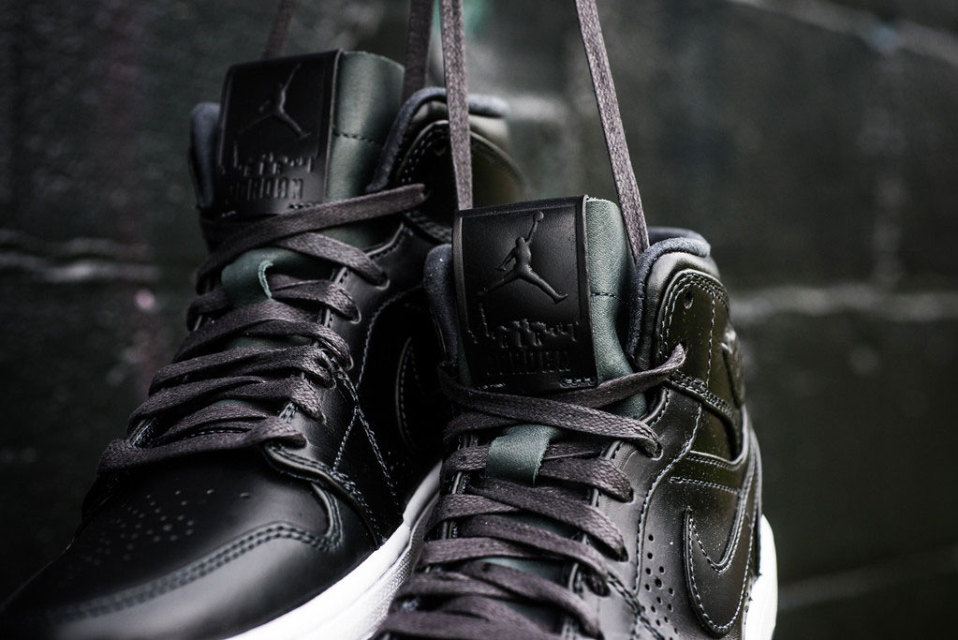 air-jordan-1-mid-noveau-anthracite-2-960x640
