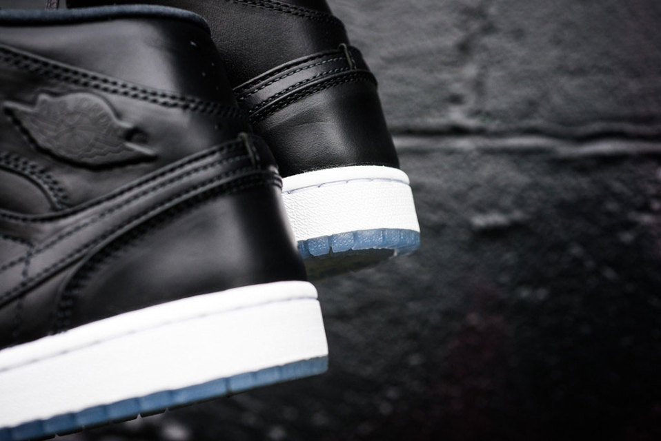 air-jordan-1-mid-noveau-anthracite-3-960x640