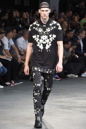 givenchy-springsummer-2015-collection-53-300x450
