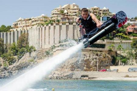 Le champion de jet ski Franky Zapata a développé un hoverboard pour l'eau