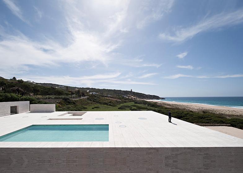 The-House-Of-The-Infinite-Alberto-Campo-Baeza-Modern-Home-Spain-3
