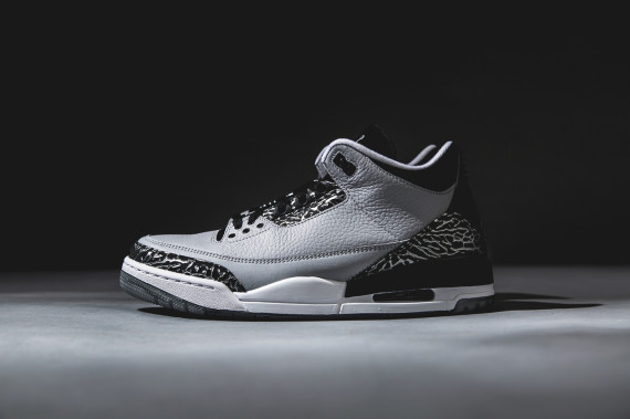 air-jordan-3-wolf-grey-detailed-look-02-570x379