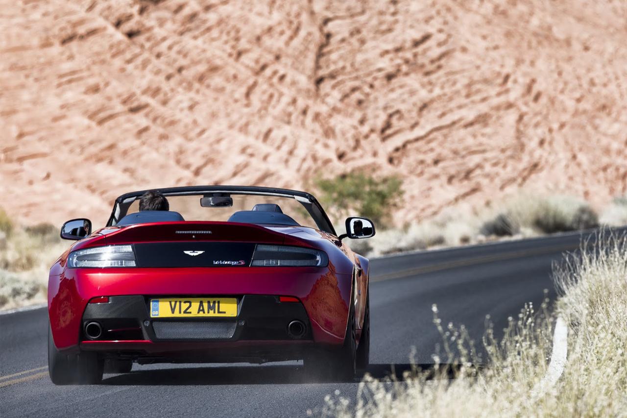 aston-martin-debuts-the-new-vantage-s-v12-roadster-3