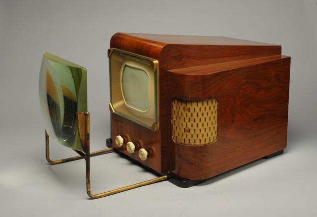 Récepteur de télévision type 441 lignes LMT modèle 3703A et loupe accessoire
