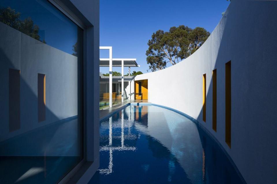 Prestipino-House-by-Max-Pritchard-Architects-05-960x639