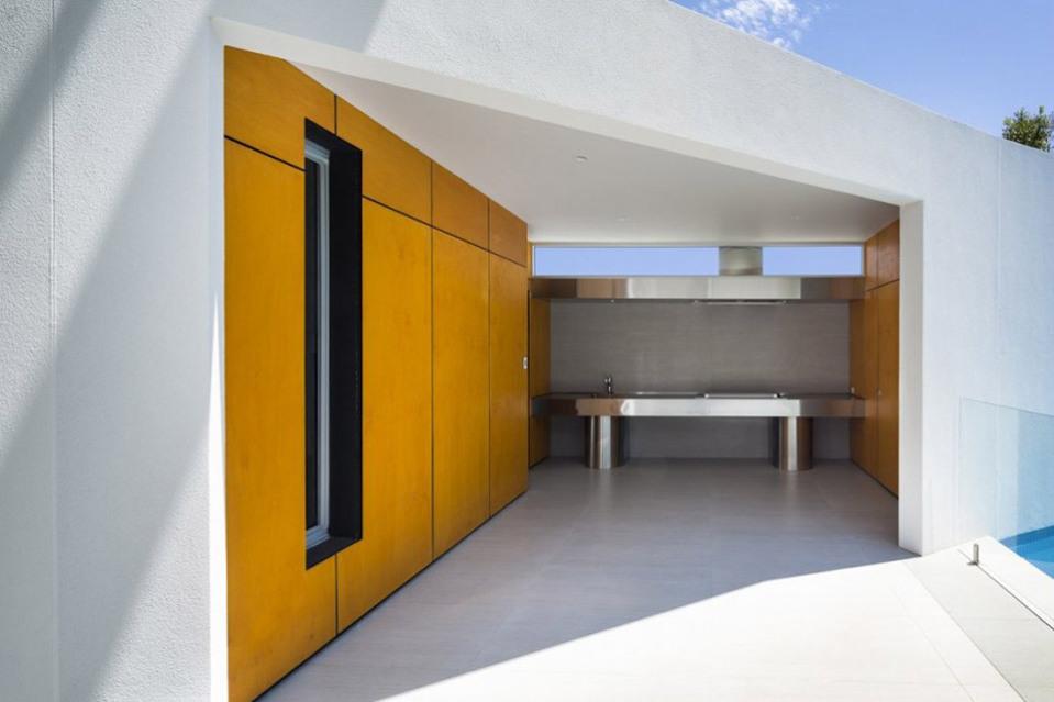 Prestipino-House-by-Max-Pritchard-Architects-08-960x639