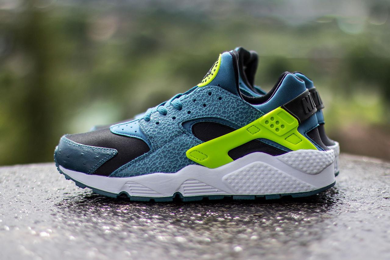 Nike Air Huarache Black / Space Blue-Volt