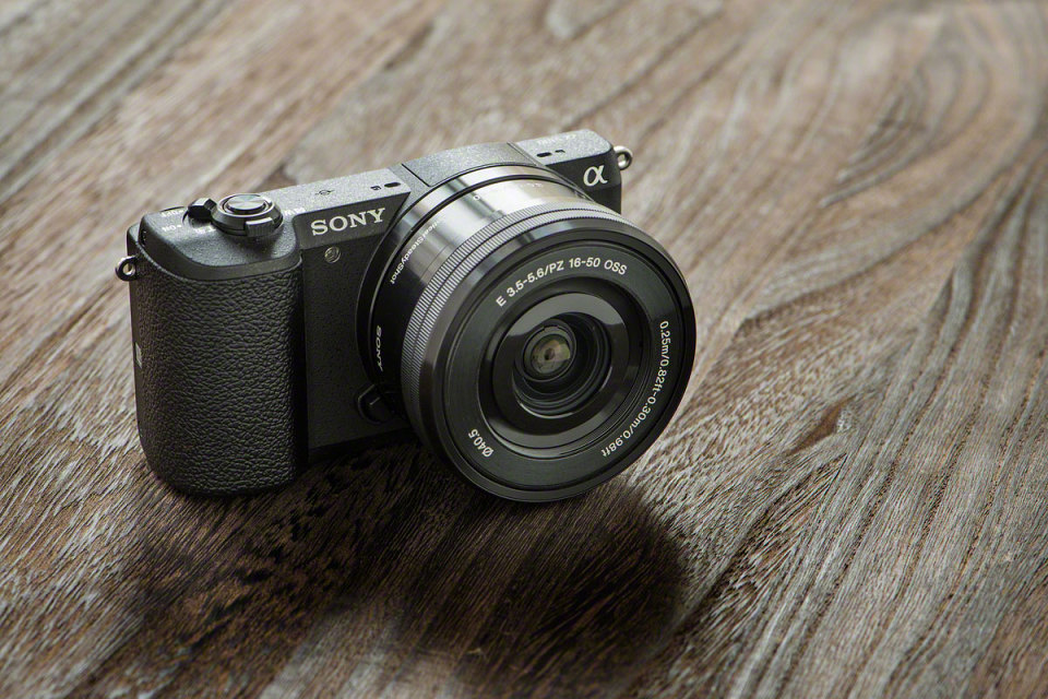 sony-a5100-camera-3-960x640