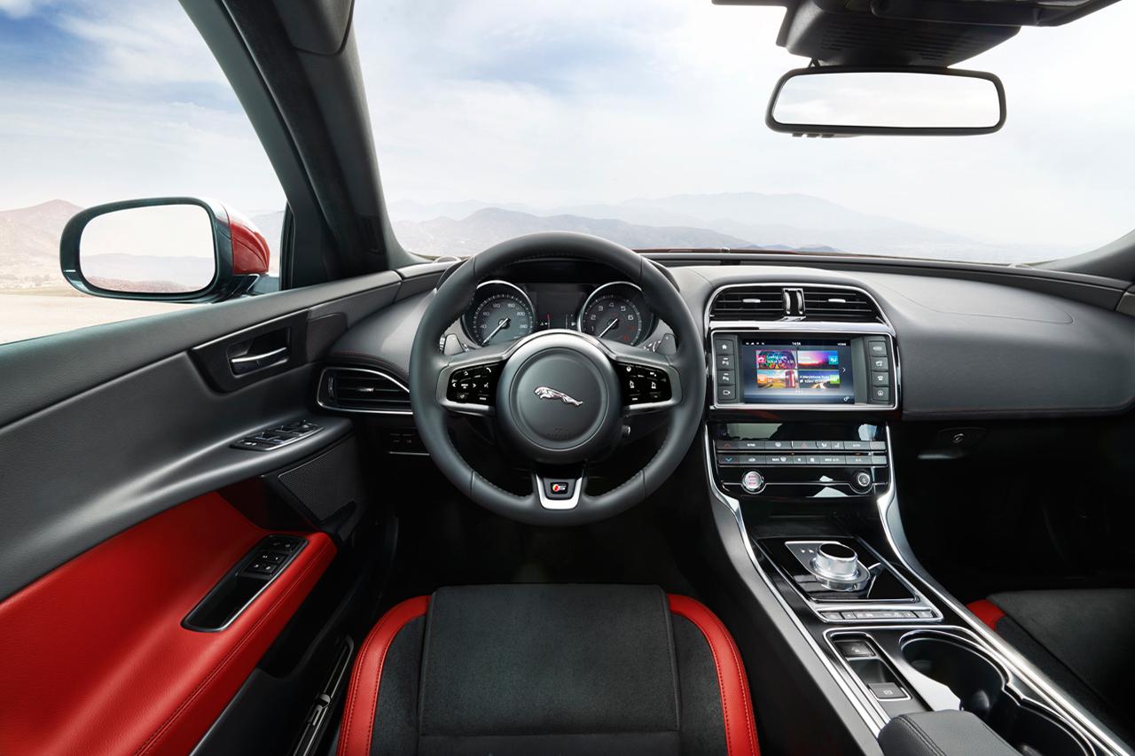 2016-jaguar-xe-4