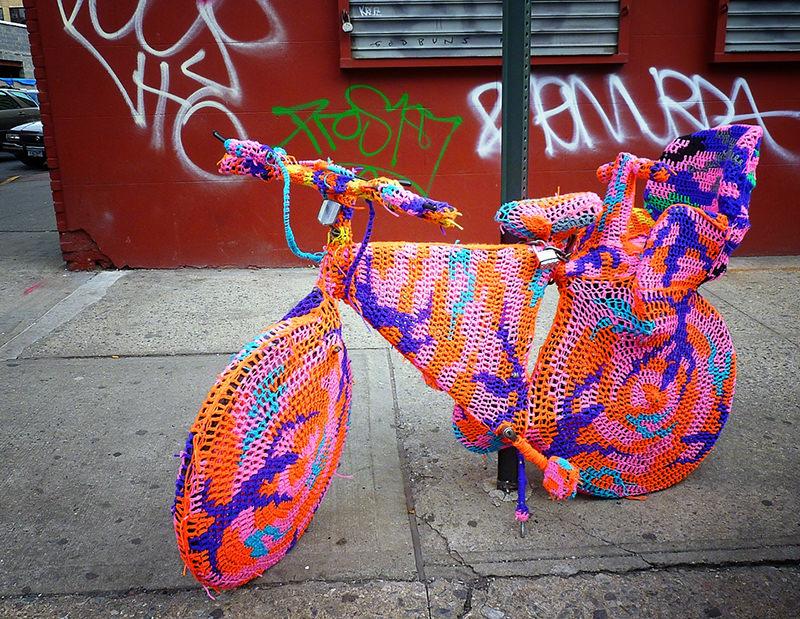 Olek : crocheteuse publique numéro 1