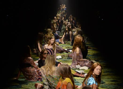 Dries Van Noten - Collection Printemps/Eté 15 on Trends Periodical