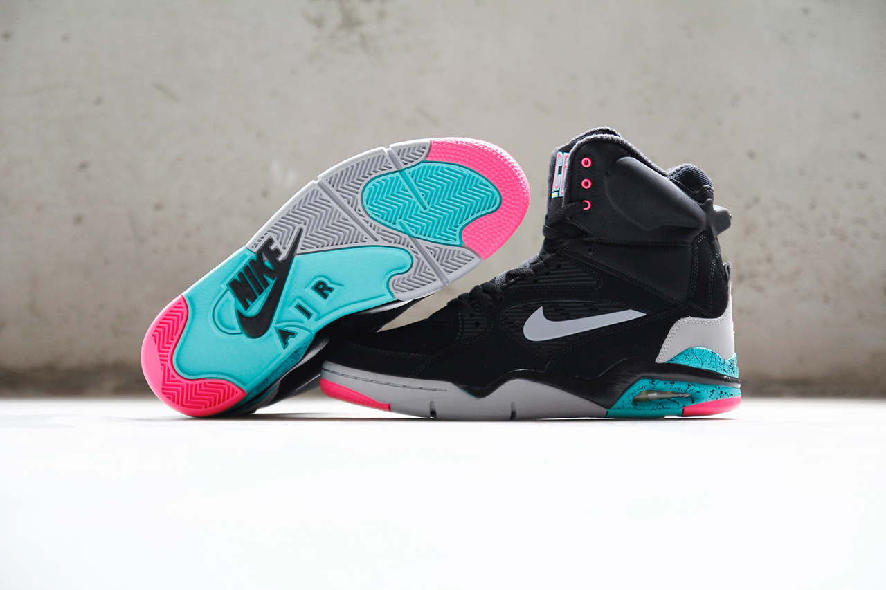 a-closer-look-at-the-nike-air-command-force-lack-wolf-grey-hyper-jade-hyper-pink-2