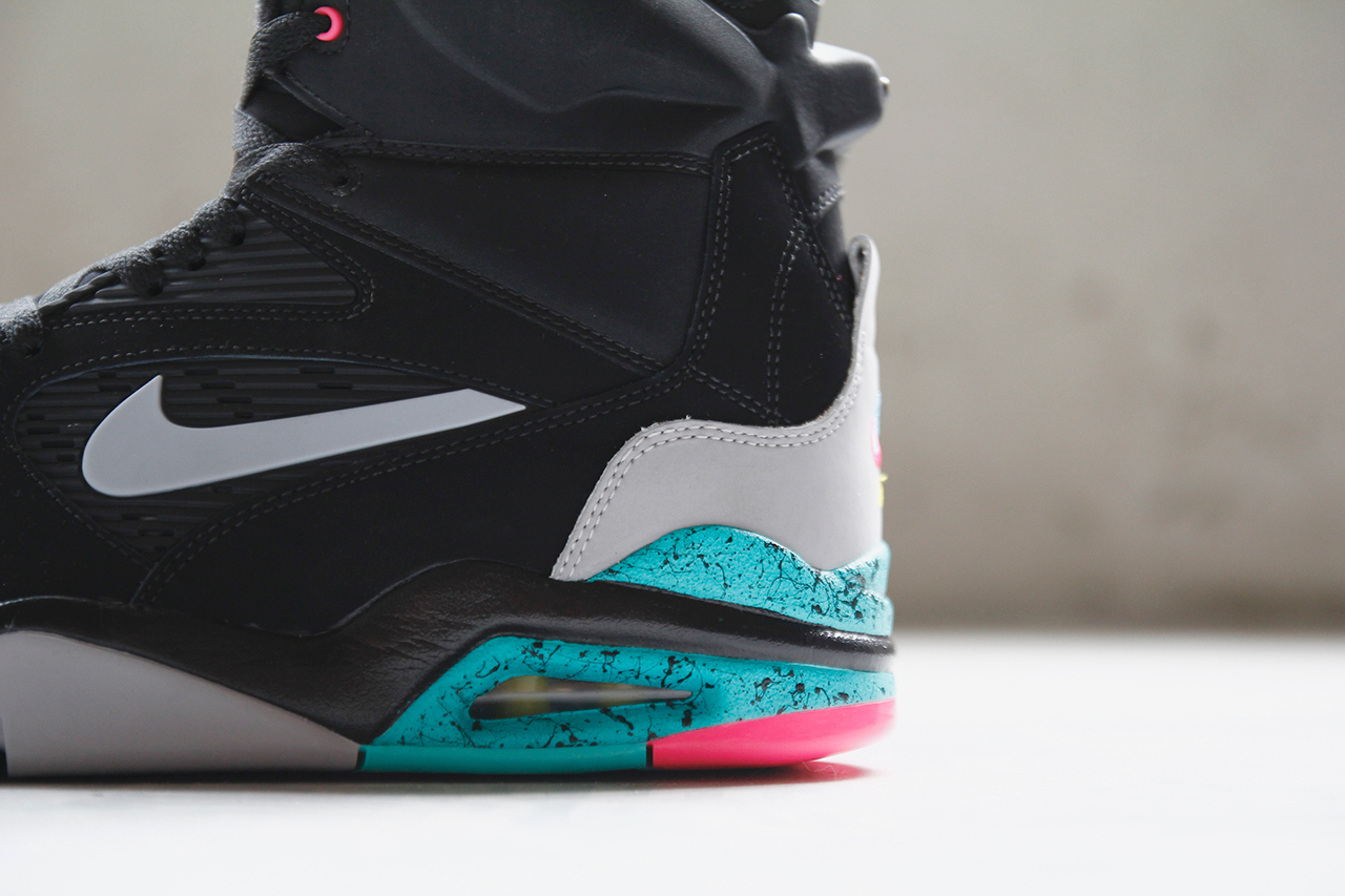 a-closer-look-at-the-nike-air-command-force-lack-wolf-grey-hyper-jade-hyper-pink-6