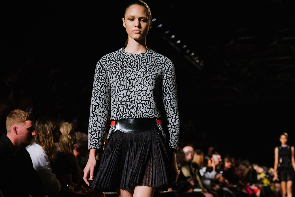 alexander-wangs-womenswear-2015-spring-summer-collection-goes-sneaker-inspiration-7