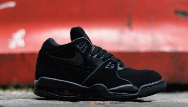 nike-air-flight-89-triple-black-700x400