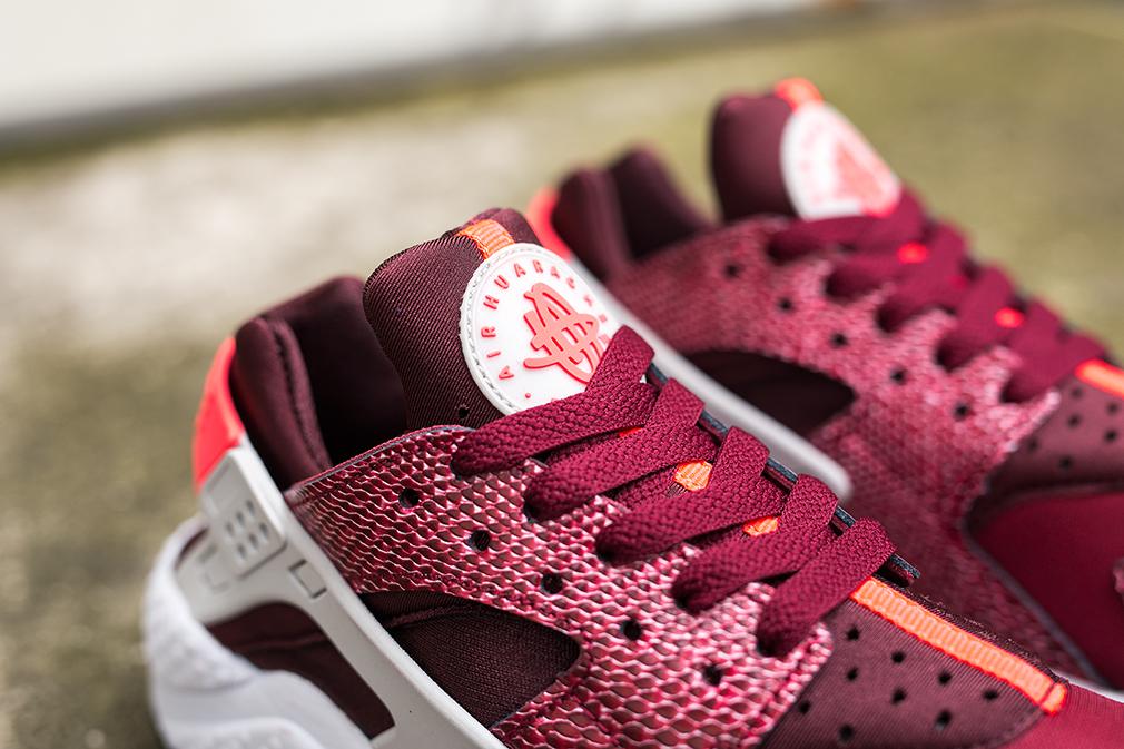 Nike-Air-Huarache-WMNS-Red-Lizard-2