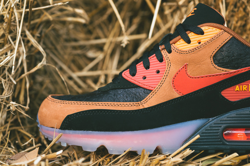 a-closer-look-at-the-nike-air-max-90-ice-halloween-3