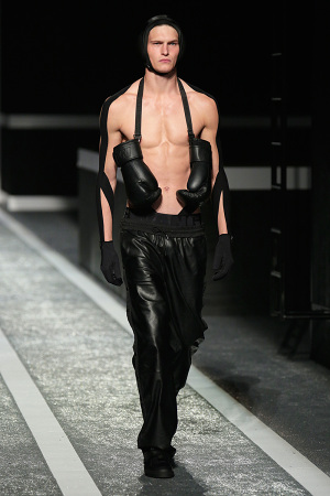 alexander-wang-x-hm-collection-runway-in-new-york-01-300x450