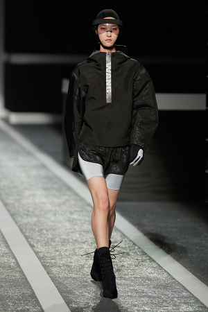 alexander-wang-x-hm-collection-runway-in-new-york-08-300x450