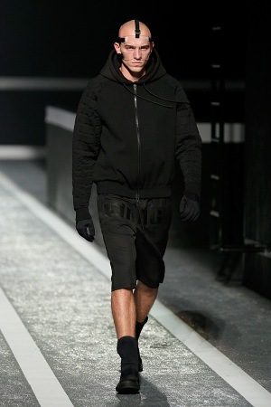 alexander-wang-x-hm-collection-runway-in-new-york-09-300x450