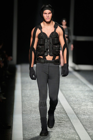 alexander-wang-x-hm-collection-runway-in-new-york-15-300x450