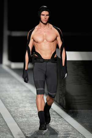 alexander-wang-x-hm-collection-runway-in-new-york-16-300x450