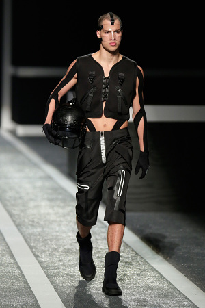 alexander-wang-x-hm-collection-runway-in-new-york-22-300x450