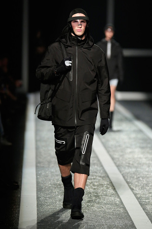 alexander-wang-x-hm-collection-runway-in-new-york-23-300x450
