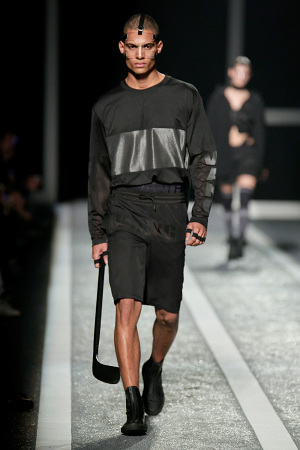 alexander-wang-x-hm-collection-runway-in-new-york-30-300x450