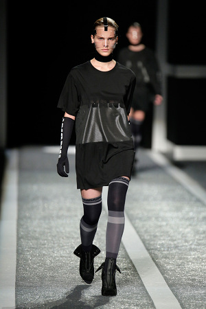 alexander-wang-x-hm-collection-runway-in-new-york-31-300x450
