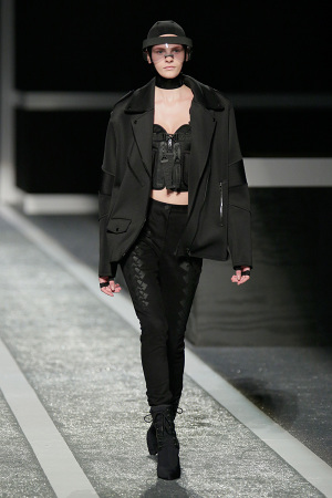alexander-wang-x-hm-collection-runway-in-new-york-33-300x450