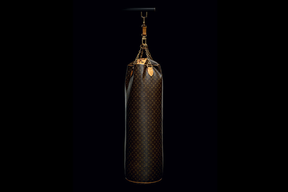 Karl Lagerfeld crée un punching bag à 175 000$ pour Louis Vuitton
