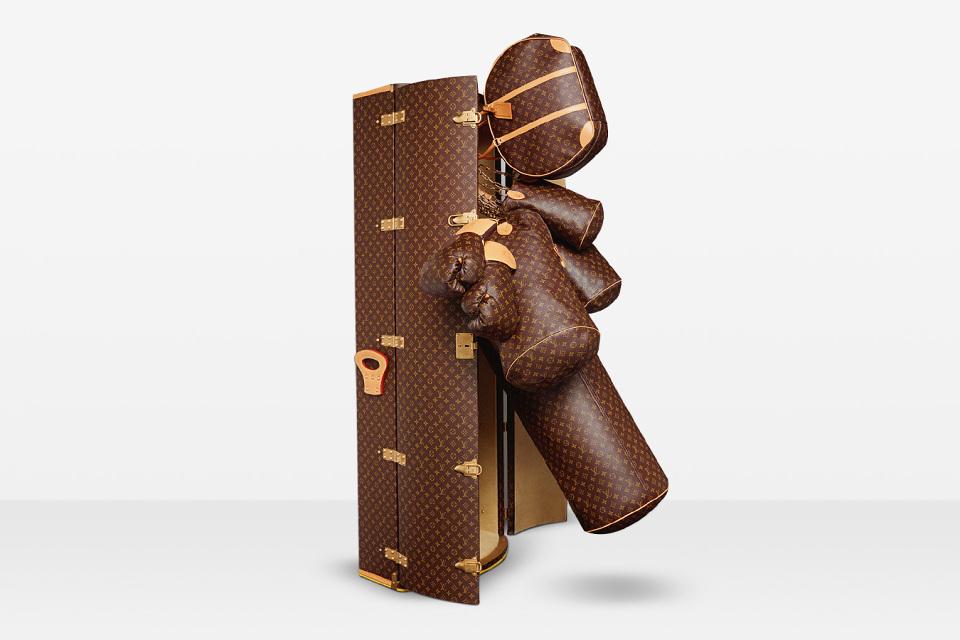 karl-lagerfelds-175000-punching-bag-for-louis-vuitton-02-960x640