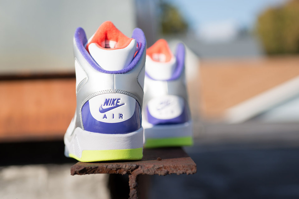 nike-air-flight-lite-white-men-cant-jump-3-960x640