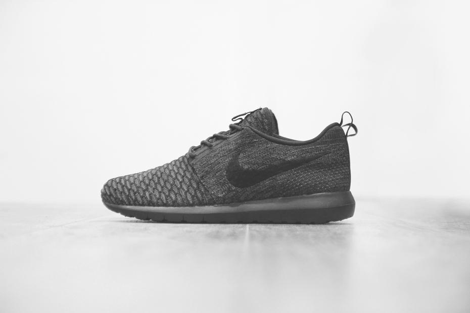 "Nike Flyknit Roshe Run ""Triple Black"""