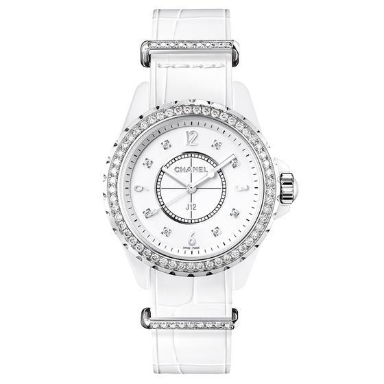 Chanel J12 G10 packshot blanc