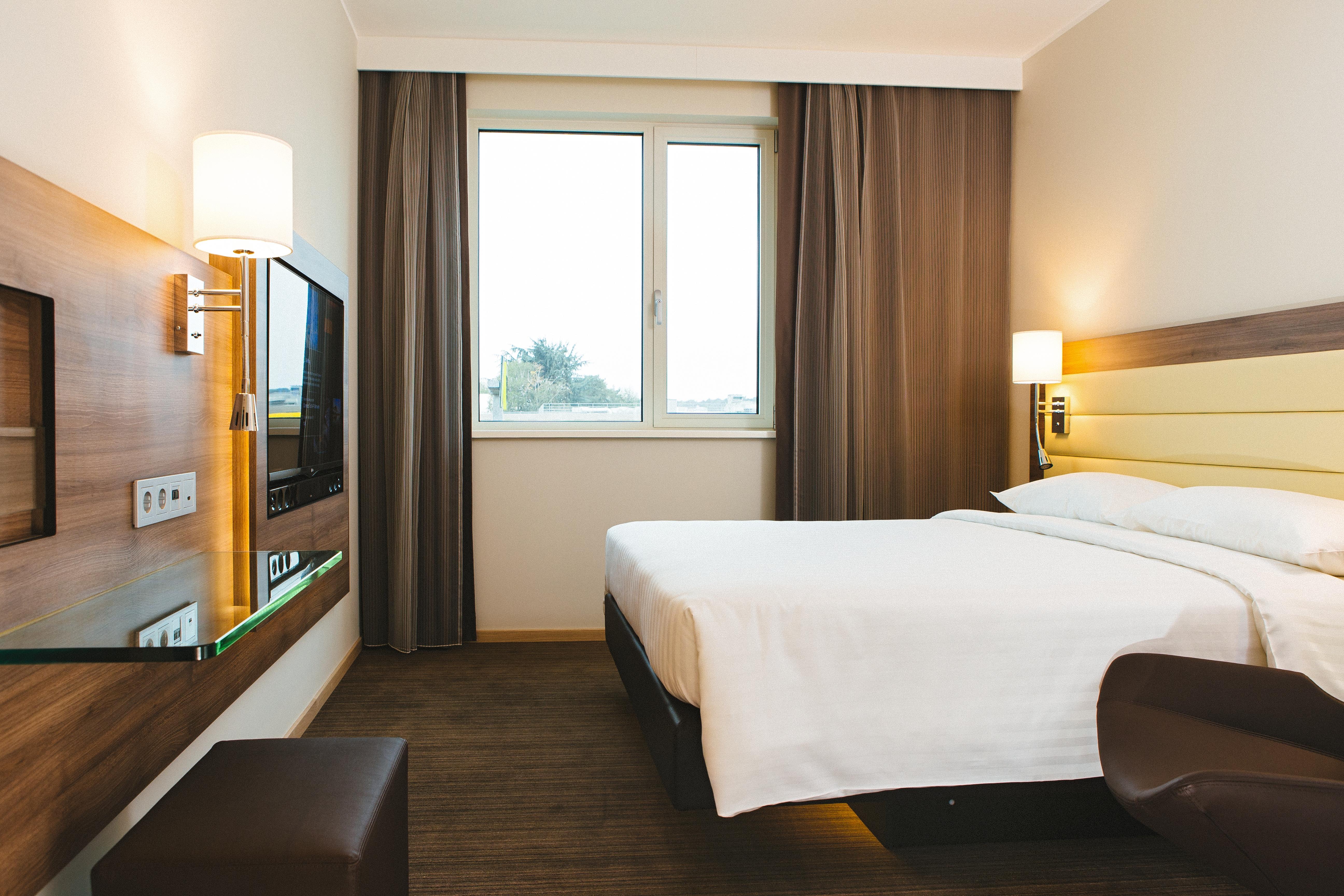 Guestroom_Standard_King_6579