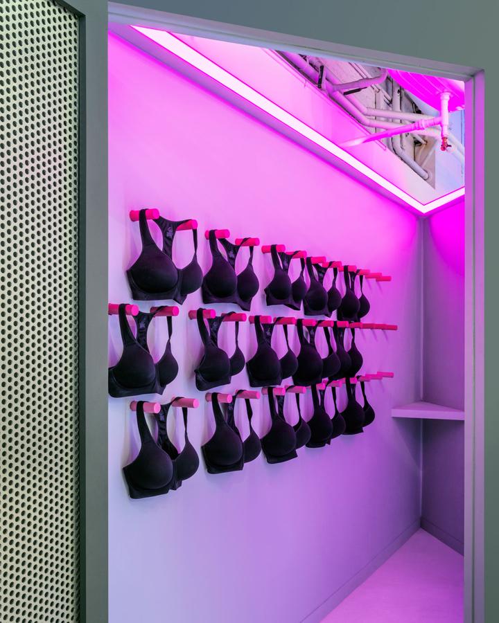 Nike-FAHO-14-presentation-by-Robert-Storey-Studio-New-York-US-07-