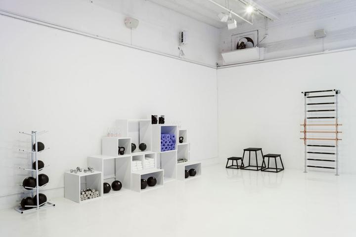 Nike-FAHO-14-presentation-by-Robert-Storey-Studio-New-York-US-09-