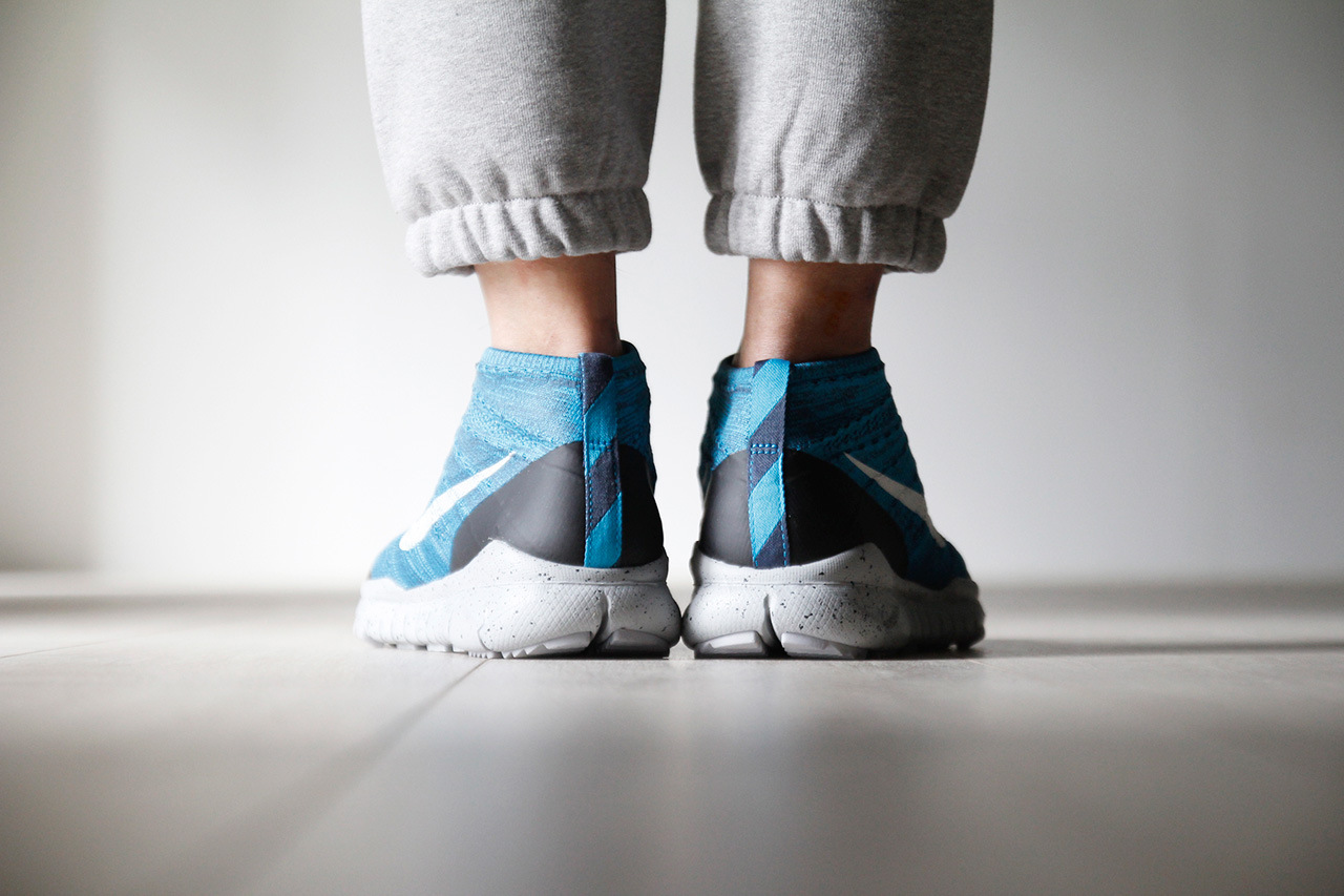a-closer-look-at-the-nike-flyknit-trainer-chukka-fsb-squadron-blue-4