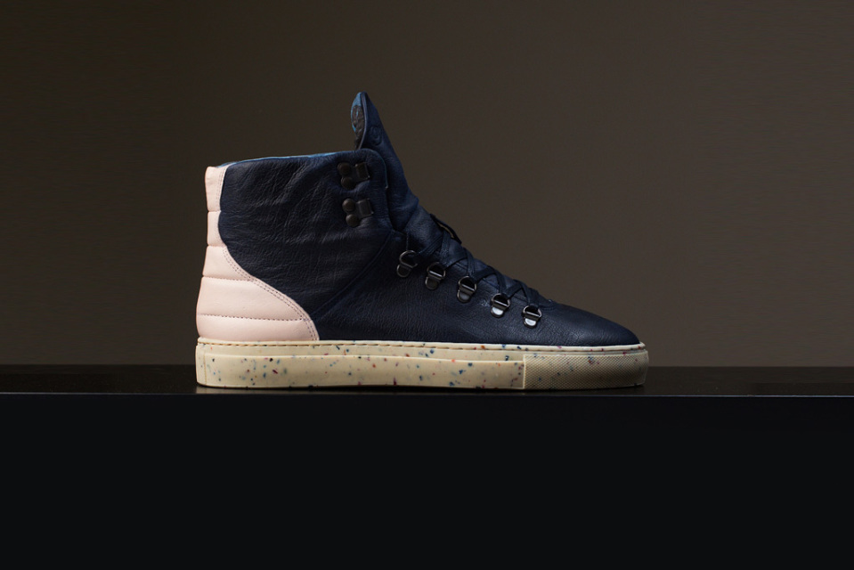 filling-pieces-mountain-boot-blue-ice-01-960x640