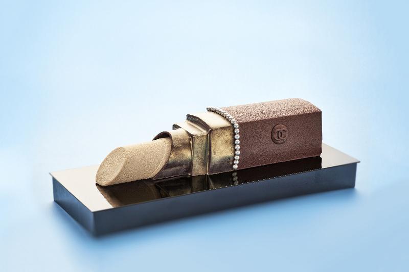 La bûche de Noël Chanelisée de Karl Lagerfeld pour Alain Ducasse