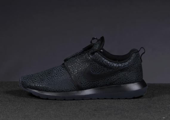 Nike Roshe Run Safari «Triple Black»