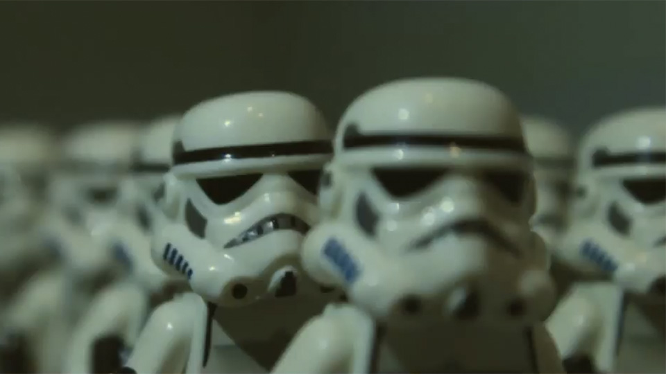 Le trailer de « Star Wars : The Force Awakens » revisité en LEGO
