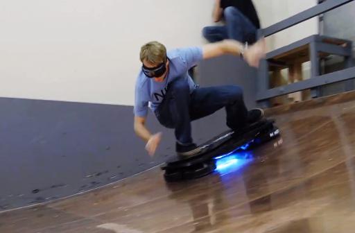 Le skatteur Tony Hawk a testé le premier Hoverboard !!