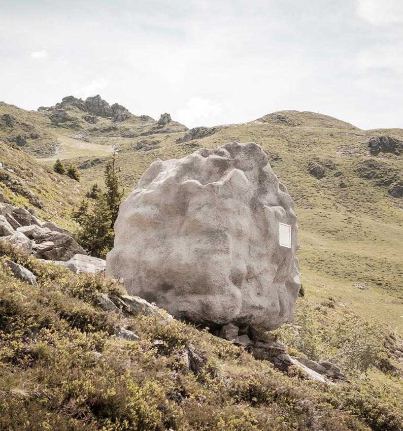 Entre fascination des Alpes et camouflage à la Suisse