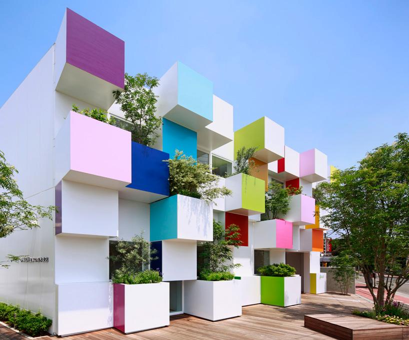 Emmanuelle Moureaux met de la couleur à Tokyo