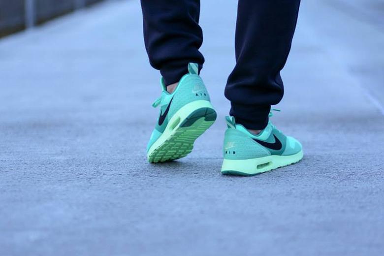 nike-air-max-tevas-green-glow-2